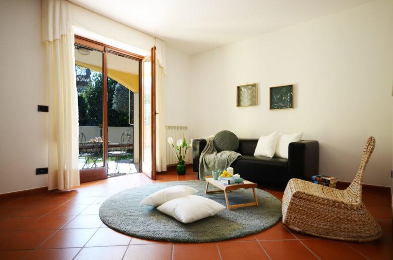 http://www.homestagingtrieste.it/wp-content/uploads/2018/08/01_Duino_villetta_con_giardino_soggiorno2-e1536708363161.jpg